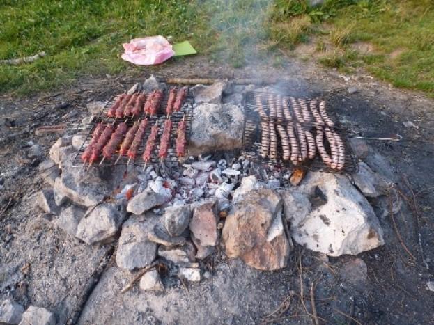 Saucisses et brochettes en provenance de la Boucherie de Lescheraines (sur les bons conseils de Guilhem) et récupérés par Hélène