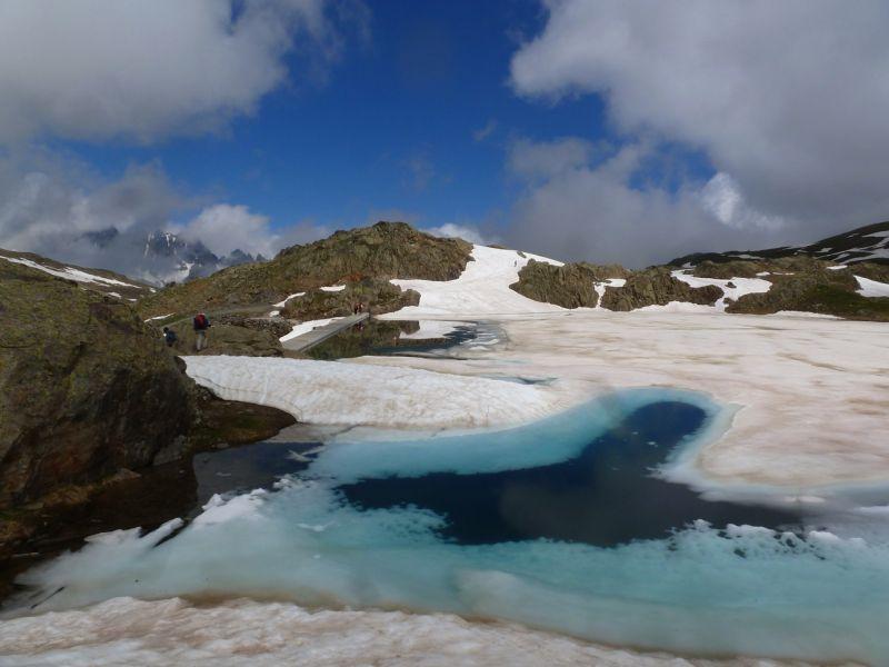 Le lac situé au pied du refuge