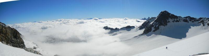 Magnifique mer de nuage en panoramique