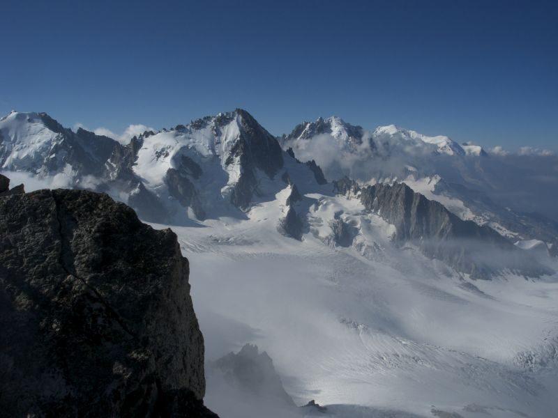 de G à D: ? ou Aiguille d'Argentière, Le Chardonnet, La Verte et Le Mont Blanc au loin