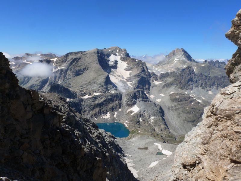 Vue du lac d'Ambin, du glacier d'Ambin, de la pointe d'Ambin et de la pointe du Sommeiller depuis le col de l'Agnel.