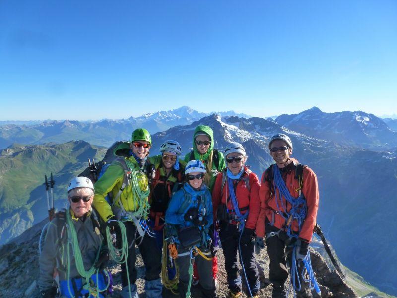 La joyeuse troupe au sommet du Grand Bec (3499 m)